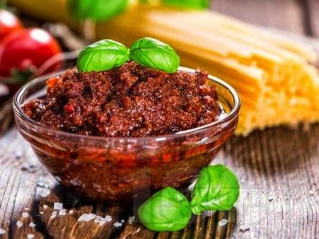 Песто Калабрезе от домати, червени чушки, рикота и сирене Пекорино - снимка на рецептата